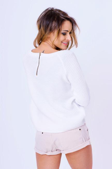 0d6b95f6cb4d Dámske svetre. Biely dámsky pulóver so zipsom Amber zväčšiť obrázok